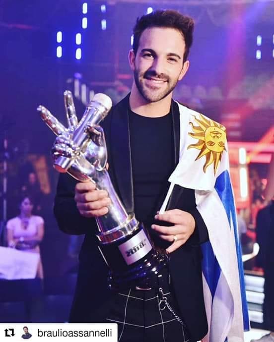 Braulio con su trofeo