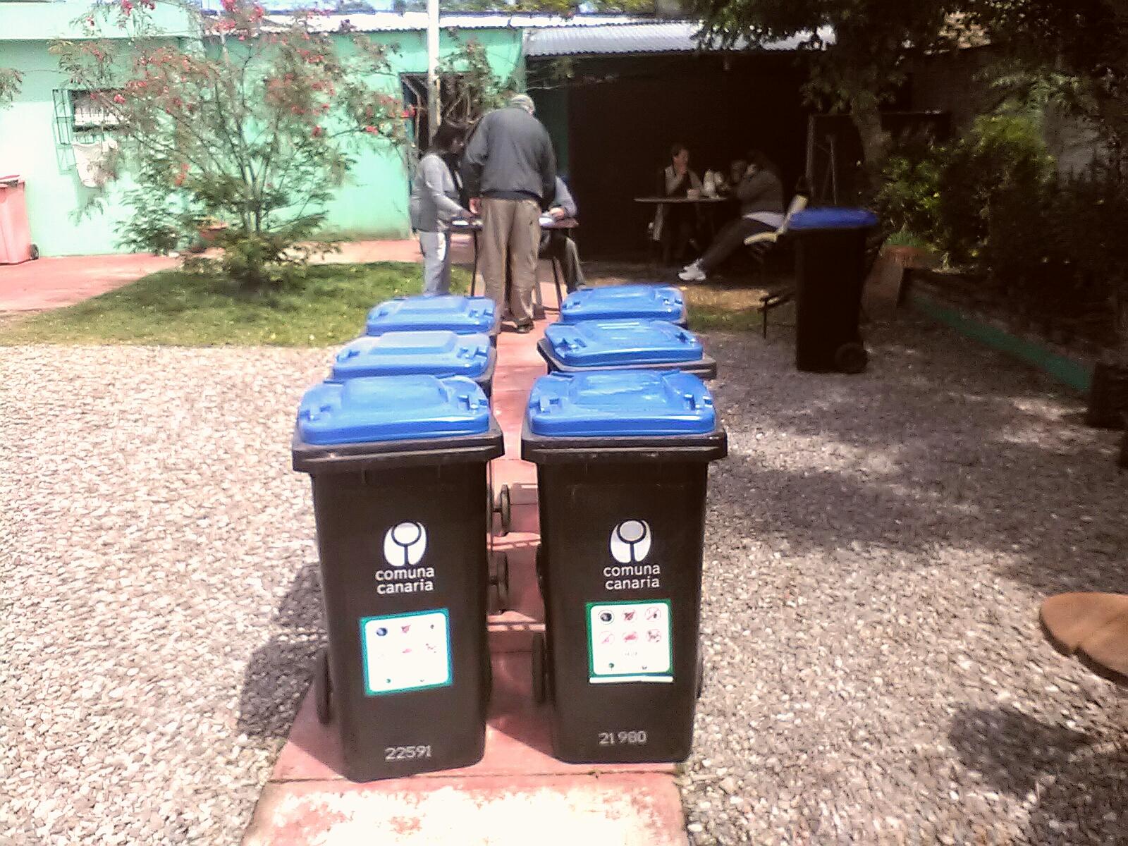 Entrega de nuevos contenedores para basura domiciliaria